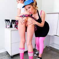 samie-krasivie-lesbiyanki-lizhut-svoi-rozovie-kiski-foto-seksa-s-lesbi